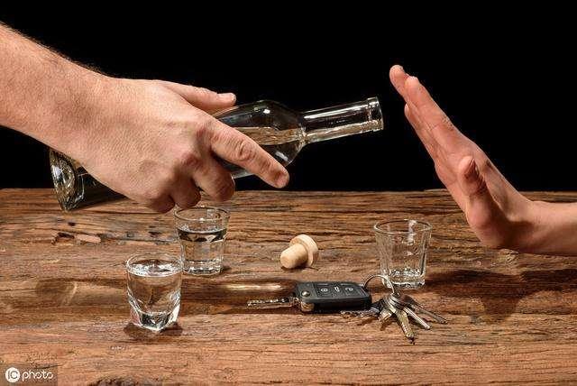 落后的酒桌文化真的会给你的职场带来便利吗?